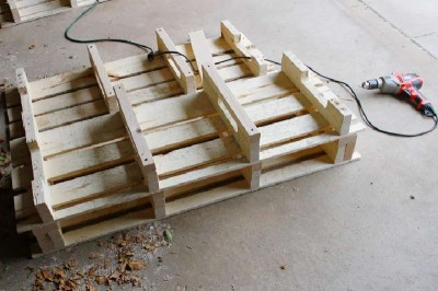 Step by step instructions to build a shoerack using pallets 14