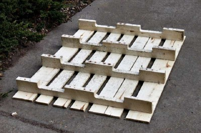 Step by step instructions to build a shoerack using pallets 4