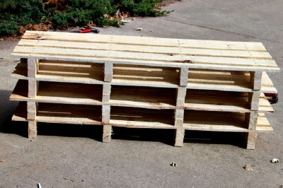 Step by step instructions to build a shoerack using pallets 6