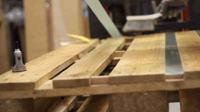 Video instructions of how to do a table with 2 pallets 4