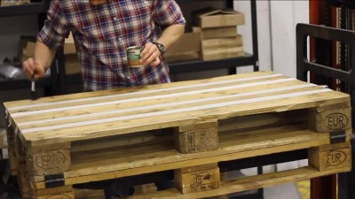Video instructions of how to do a table with 2 pallets 6