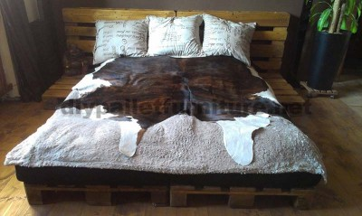 a bed made only with 6 pallets
