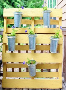 10 Wonderful ideas to decor your garden using pallets 13