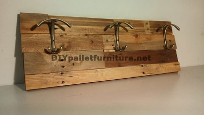 Different models of coat hangers built with pallet planks 3