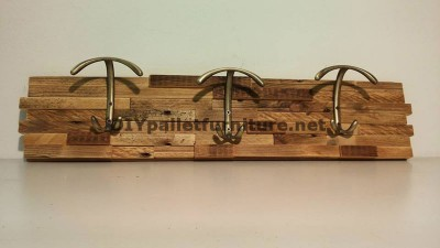 Different models of coat hangers built with pallet planks 6