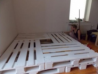 Double bed build with 8 europallets 3