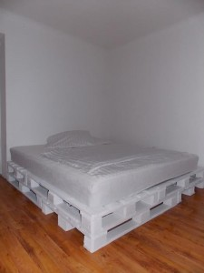 Double bed build with 8 europallets 4