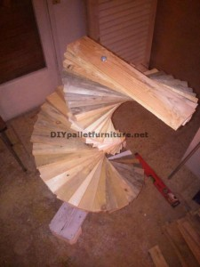 Amazing floor lamp made with pallets 2
