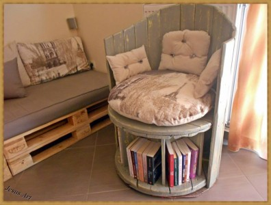 Armchair built using a wooden cable coil and 2 pallets 1