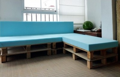 Build a pallet sofa in 3 easy steps 2