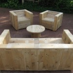 Garden furniture set built with pallets and a wooden coil