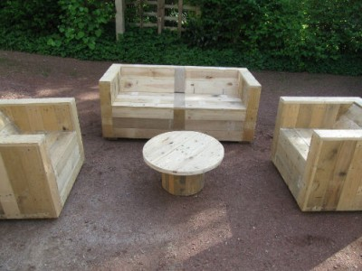 Garden Furniture Set Built With Pallets And A Wooden CoilDIY Pallet DIY