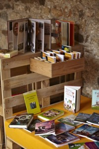 Monastery cloister transformed into a temporary library thanks to the pallets 2