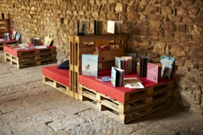Monastery cloister transformed into a temporary library thanks to the pallets 3
