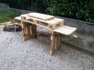 Outdoor kitchen with pallets 2