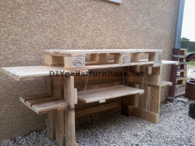 Outdoor kitchen with pallets 4