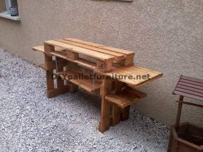 Outdoor kitchen with pallets 5