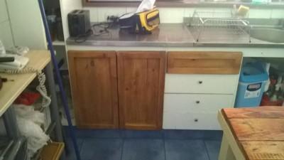 Renovated kitchen furniture using pallet planks 3