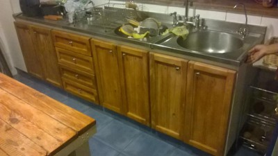 Renovated kitchen furniture using pallet planks 4
