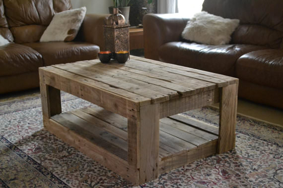 Rustic table made with palletsdiy pallet furniture diy for Table exterieur palette