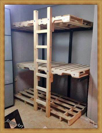 triple bunkbed built with palletsdiy pallet furniture diy pallet furniture. Black Bedroom Furniture Sets. Home Design Ideas