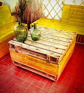 Trunk table made with pallets 2