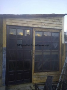 Workshop and box built with pallets 1