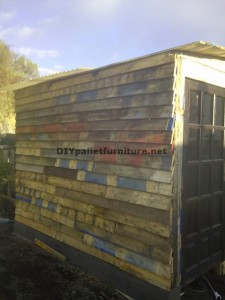 Workshop and box built with pallets 2