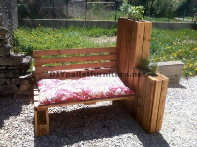 Bench planter built with pallets 1