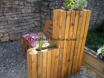 Bench planter built with pallets 3