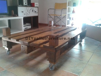 Double height table for the living room with a pallet and a glass 4