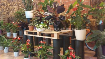 Exhibitors for planters built with pallets 5