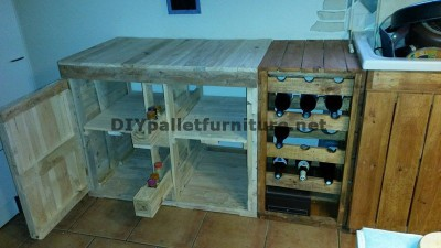 Fully furnished kitchen with palletsdiy pallet furniture for Palets reciclados iluminados