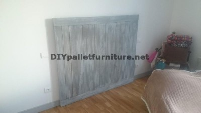 Headboard made of pallet planks 3