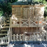 Incredible playhouse made with pallets!