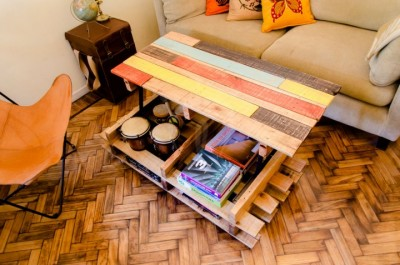 Lift top coffee table with pallets 1