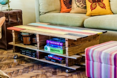 Lift top coffee table with pallets 2