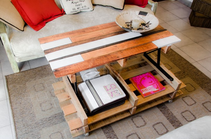 Lift top coffee table with pallets 3diy pallet furniture - Table haute palette ...