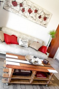 Lift top coffee table with pallets 4