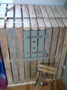 Little house and bedrooms with pallets for the children 2