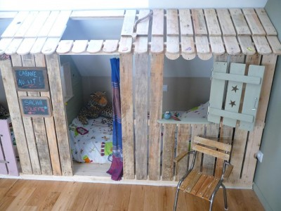Little house and bedrooms with pallets for the children 3