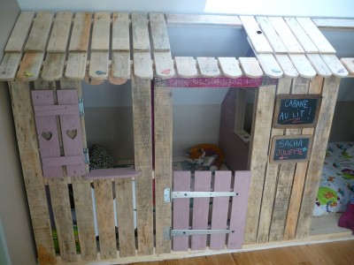 Little house and bedrooms with pallets for the children 4
