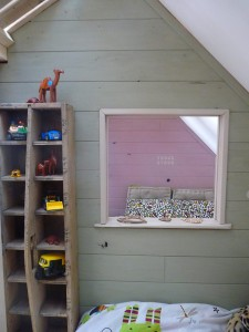 Little house and bedrooms with pallets for the children 5