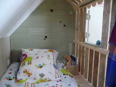 Little house and bedrooms with pallets for the children 6