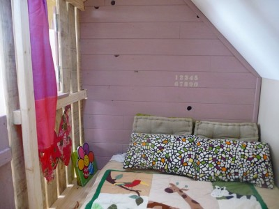 Little house and bedrooms with pallets for the children 7