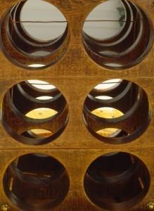 Mesa hecha con una bobina de cable para amantes del vino 6
