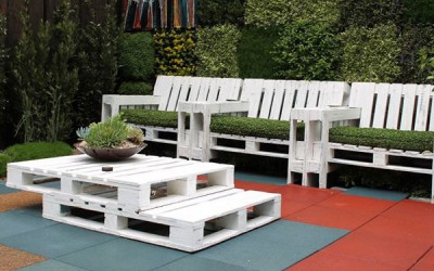 Pallet table and armchairs set for the garden 2