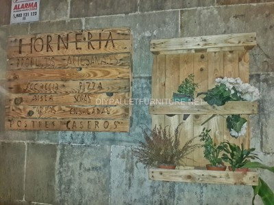Sign made with pallets 1
