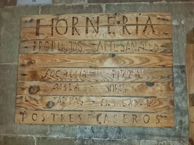 Sign made with pallets 2