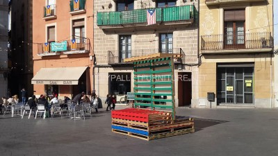 Stage and informative poster with pallets 1